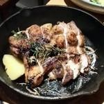 加古川ワインバル - 鶏グリル カットしてもらいました。(*^O^*)