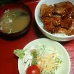 42105573 - 豚丼 700円♪