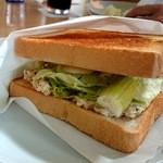 エースダイナー - チキンブレストサンドイッチ762円