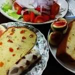 アンゼリカ - 杏のシフォンケーキ(婆ちゃんと仲良くはんぶんこ)とスギヨのビタミンちくわ添えの朝ごはん