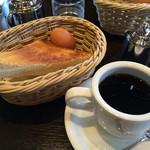 支留比亜珈琲店 - 特製ブレンドコーヒー 400円 モーニングサービス (トースト・ゆで卵)付き