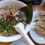 中華厨房 武 - 料理写真:正油らぁめん(税込500円)と焼餃子(税込400円)