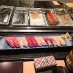 築地 寿司岩 - 綺麗な握りですが