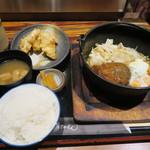 Satsumagokamon - 201-09-21 本日の日替わり定食 煮込みハンバーグに卵 850円(税込)