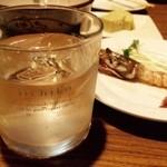 味の王様 - ドリンク写真:新酵母地酒をロックスタイルで!