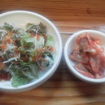 オンドルバン - サラダ、キムチ付き
