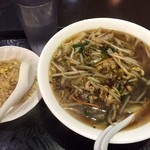 中華料理 菜香菜 - 豚肉細切りと高菜麺+半チャーハン650円(税込)