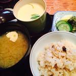 日本料理 嵯峨野 - 茶碗蒸し、しめじご飯、味噌汁、漬物