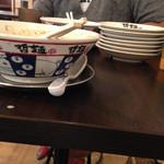 Tetsumenenishi - 器もかわいい♪もやしと替え玉で、お皿がこんなんになっちゃいました^ ^