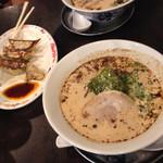 Tetsumenenishi - トンコツ醤油にしました♪餃子が具がふっくらしてて美味しかったです!
