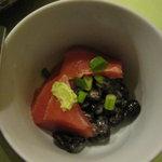食・酒処こずち - 鮪と黒豆納豆