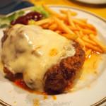 セグレード - ビーフェ ア パルメジアーナ(牛カツのトマトソース・チーズ)、ライス付 \1,365