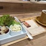 カルロバ - 雑穀生ハムプレート690円