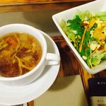 サントラップ - スープとサラダ