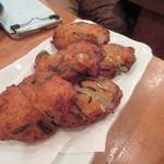 ろばた焼 磯貝 - 2品目はさつま揚げ、ホカホカで柔らかい食感のさつま揚げです。