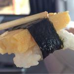 シゲちゃんすし - 押し寿司のような硬く潰されたシャリ