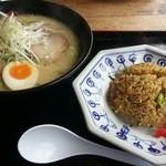 Daikokuyaramen - 半炒飯定食930円
