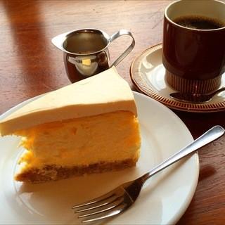 エルマーズグリーン コーヒー アンド ベイクス - 濃厚なレアチーズケーキ