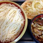 42139098 - 肉きのこ汁うどん・大盛り & クーポンの玉ねぎ天ぷら