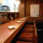 馬肉料理・まぐろと地酒の店 赤味処 馬ぐろ - 私はいつもカウンター席です。