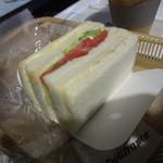 デリフランスエクスプレス - 三色サンド(エッグ・トマト・ツナ):320円