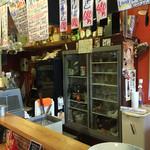 Ace - 奥の冷蔵庫にお酒が並ぶ。 瓶ビールも各種。日本酒も種類は少ないけど、冷えてます!