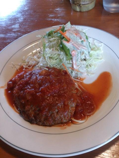コロコロ - ハンバーグ・トマトソース