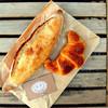 金麦 - 料理写真:バゲットハーフとクロワッサン