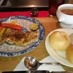 レストランオリーブ - チキンステーキセット パン3個付き ランチパスポート使用で ¥500円
