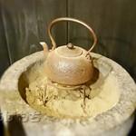 上村うなぎ屋 - 部屋の中にあった鉄瓶