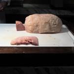 グランド キッチン - ハムは塊から切ってくれます