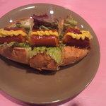 ホットドッグ・カフェ ブラッツ - マスタードはお好みで!