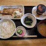 いわて屋 - 鱸(すずき)柚庵焼き彩り卸し添え(780円)