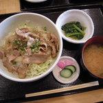 いわて屋 - 豚生姜焼き丼(680円)