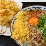 丸亀製麺 - 肉玉うどん並と野菜かき揚げ