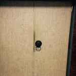 42152578 - 看板のないドア