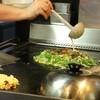 万愛味 - 料理写真:鶏ガラと昆布を使った生地。九条ネギ、下あごスジ肉。