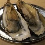 大厚岸 - 牡蠣1皿、700円です。