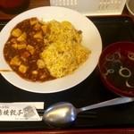 日本橋焼餃子 - 黄金タッグ麻婆炒飯を注文!