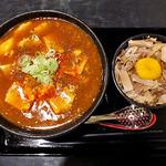 太威 - 四川風マーボー麺(2辛・細麺)& まかない丼(2015年9月)