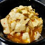 太威 - 「四川風マーボー麺(2辛・細麺)」のスープを「まかない丼」のご飯にかけて(2015年9月)