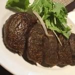 醤香 - 黒にんにく餃子。 臭くなくて食べやすい。