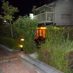 42162151 - ホテル阪神横の通路からの入り口