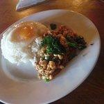 Monsoon Cafe - ガパオライス(大盛、タイ米)980円  鶏ふりゃー&春巻き付。