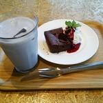 42165452 - ガトーショコラとストロベリーの豆乳ジュース