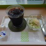 タイムカフェ - アイスコーヒー、サラダ