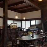 徳蔵Cafe - 天井も高く、古くからある建物で落ち着いた空間