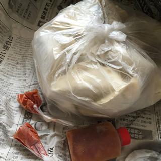 餃子のまるかわ - 料理写真:新聞紙に包まれて送られてくる