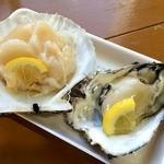 糸満漁業協同組合 お魚センター - 200円の牡蠣と、350円のホタテを購入