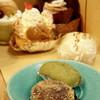 成田屋 - 料理写真:くるみ、ずんだのおはぎ(手前)にたまごまんじゅう・・・更には洋菓子も 2015年9月22日撮影
